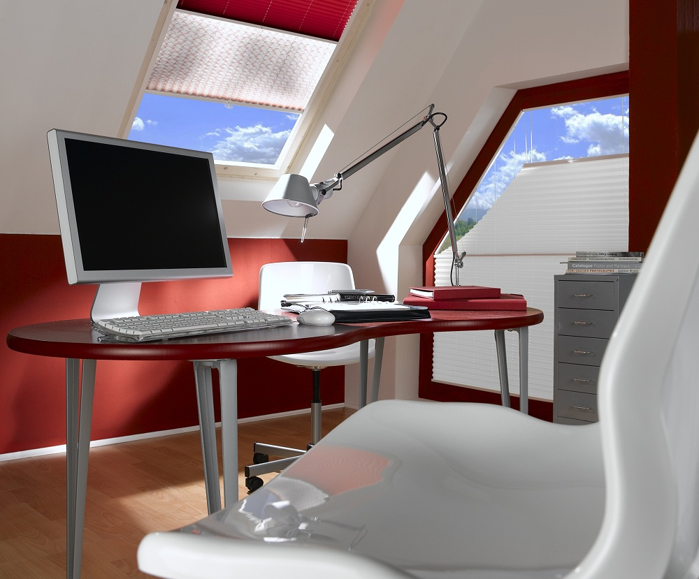 Rot-weißes Arbeitszimmer